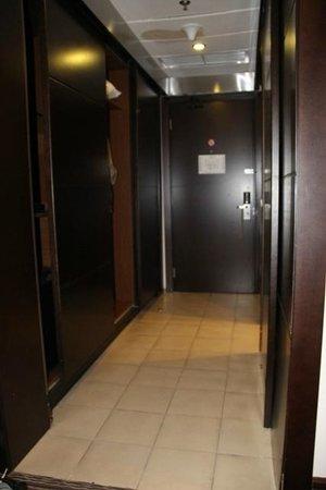 Safir Doha Hotel : Room entrance