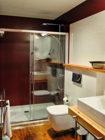 Hotel Rural El Mondalon: Baño Habitación Doble Superior