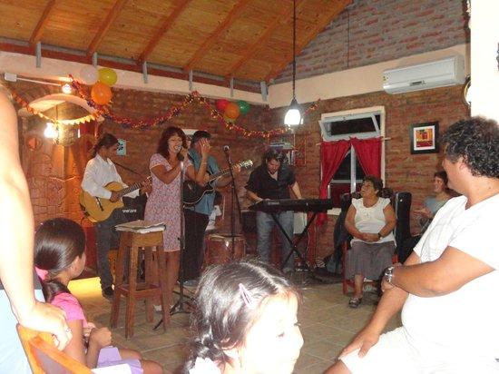 Cabanas El Cristal:                   SHOW MUSICAL (ANIVERSARIO)