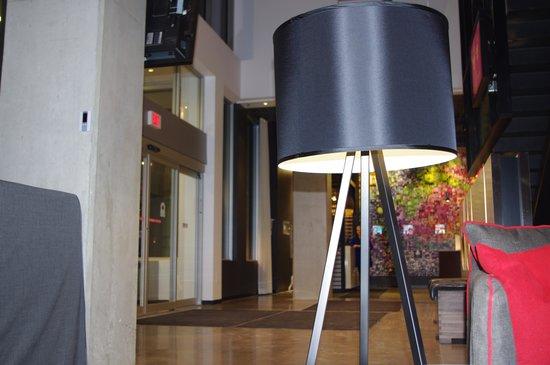 Alt Hotel- Toronto Airport: Lobby #2