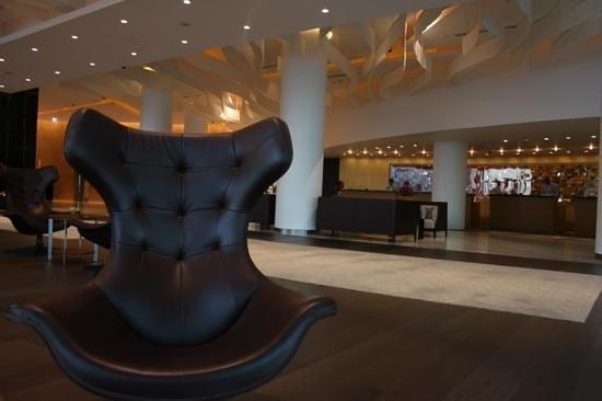 Yas Viceroy Abu Dhabi:                   Yas lounge