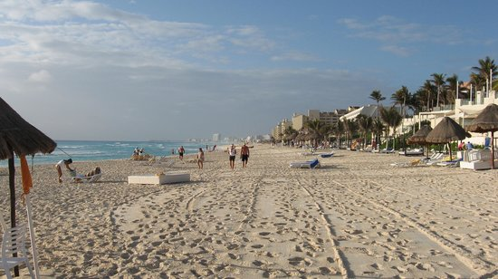 Grand Oasis Cancun:                   Great beach