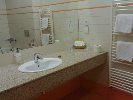 Tatra Hotel: Bathroom