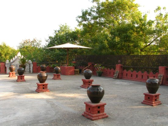 Thurizza Hotel Bagan: Roof terrace
