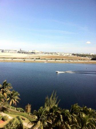 ฮิลตั้น ไมอามี่ แอร์พอร์ต โฮเต็ล:                   Vista para o lago