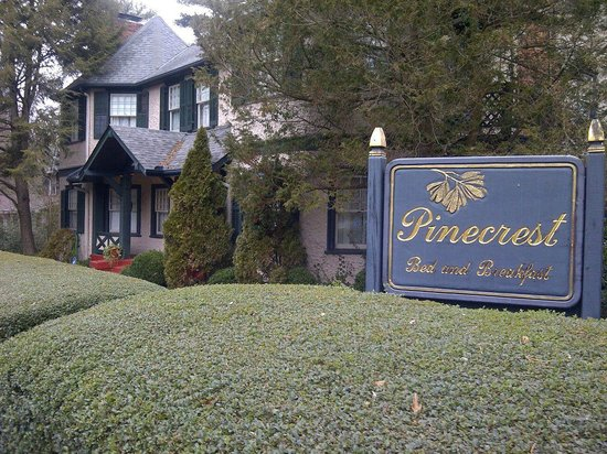 Pinecrest Bed & Breakfast:                                     Pinecrest Inn Bed and Breakfast