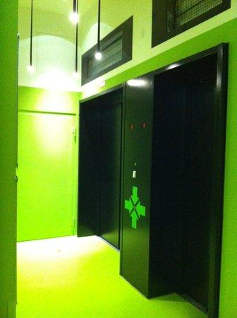 Generator Hostel Hamburg:                   Lift