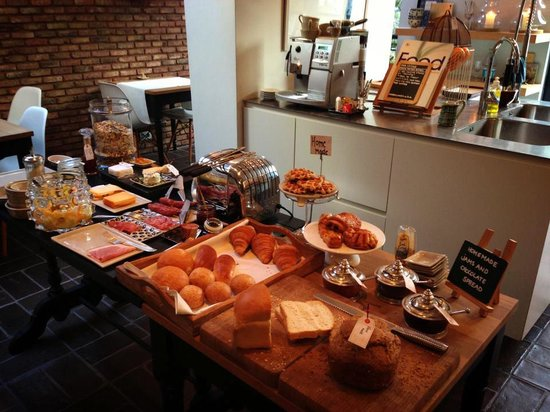 Huis Koning :                   The breakfast spread