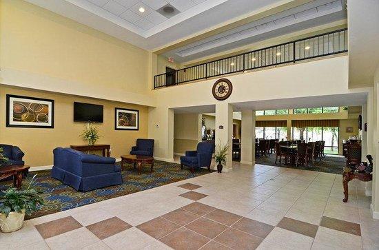 BEST WESTERN Yadkin Valley Inn & Suites: Lobby