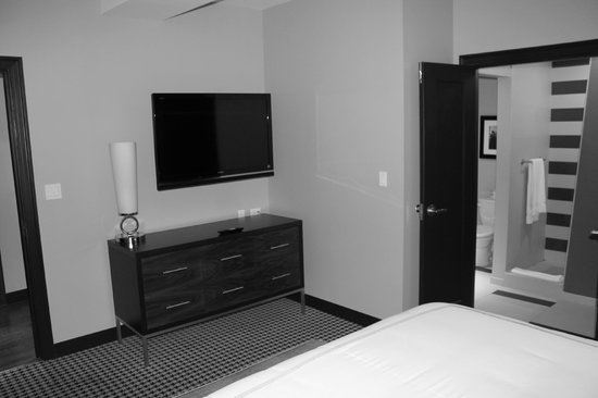 The Mayo Hotel:                   Mayo Suite - bedroom tv