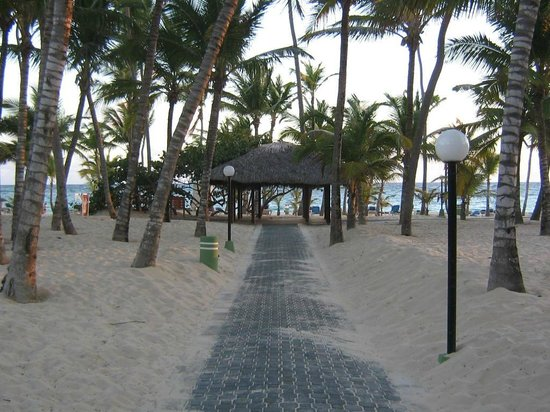 ClubHotel Riu Bambu:                   Walkway to beach