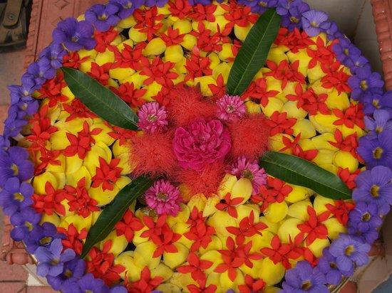 Dewalokam Farmstay Retreat:                   Flower decoration at the entrance
