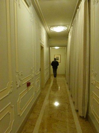 Baglioni Hotel Luna:                   hallway                 