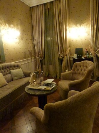 Baglioni Hotel Luna:                   sitting area of suite