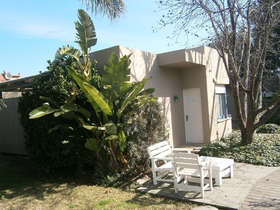 Barbakfar:                   2-bedroom-bungalow