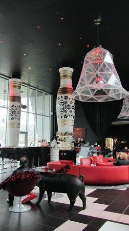 Brasserie Next Level : Vista del Lobby, Kameha Hotel