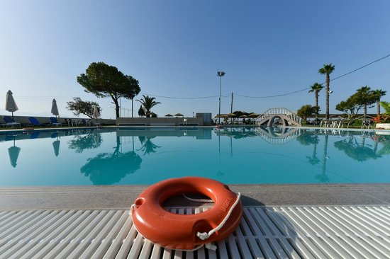 GMP Bouka Resort Hotel: pool