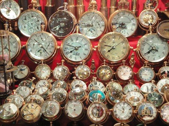Colaba Causeway: Antique Clock