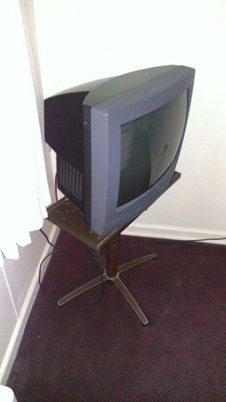 The Edgecliff Motel:                                                       big screen tv not