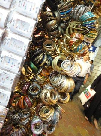 Colaba Causeway: accessories