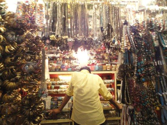 Colaba Causeway: Shop