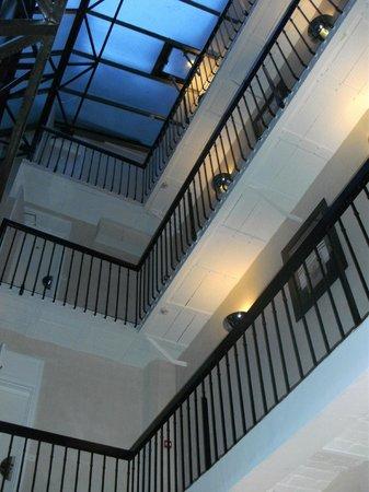 Centre Ville Etoile:                   一階ロビーから眺めた吹き抜け