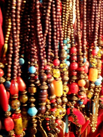 Colaba Causeway: Beaded necklace