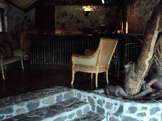 Big Cave Camp:                   Central bar, lounge & dining area