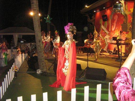 Kata Beach Resort and Spa:                   SPETTACOLO HOTEL KATA FINE ANNO