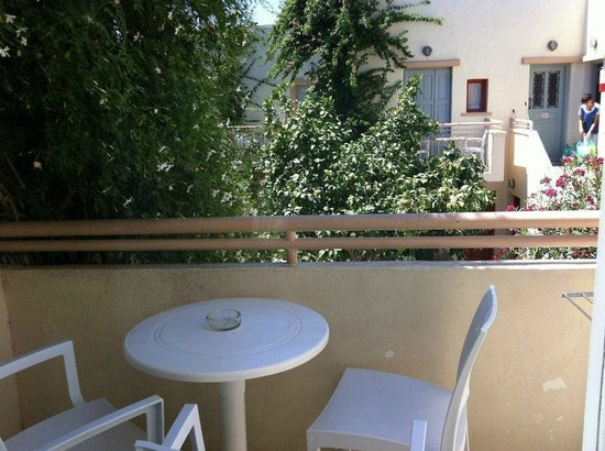 Nissia Kamares Hotel Apartments:                   Balconcino