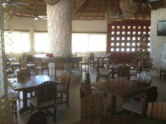 GrandSlam Fly Fishing Lodge:                   Dining\bar area