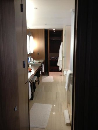 Langham Place, Fifth Avenue: salle de bain suite