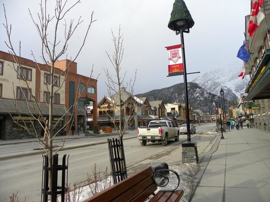 Banff Rocky Mountain Resort: The town of Banff on a winter weekday