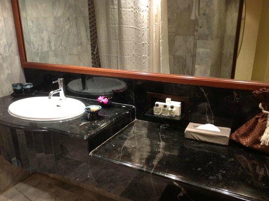 The Sukosol Hotel:                   バスルーム