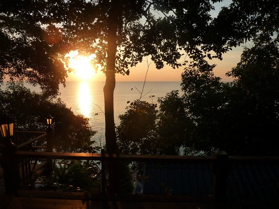 Sangthian Beach Resort:                   Sonnenaufgang von unserem Balkon