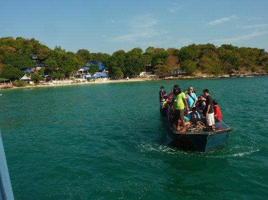 Sangthian Beach Resort:                   Das Sang Thian Beach Resort und der Shuttle zur Fähre