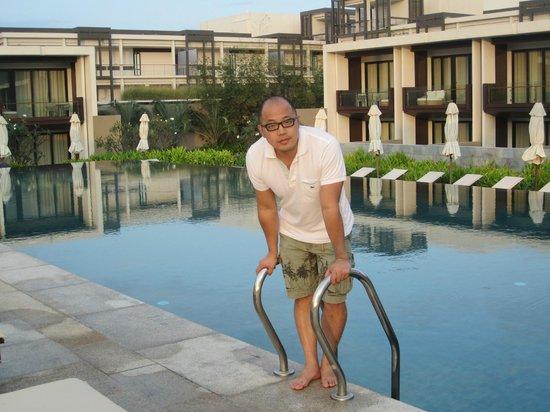 Hyatt Regency Danang Resort & Spa:                   club pool