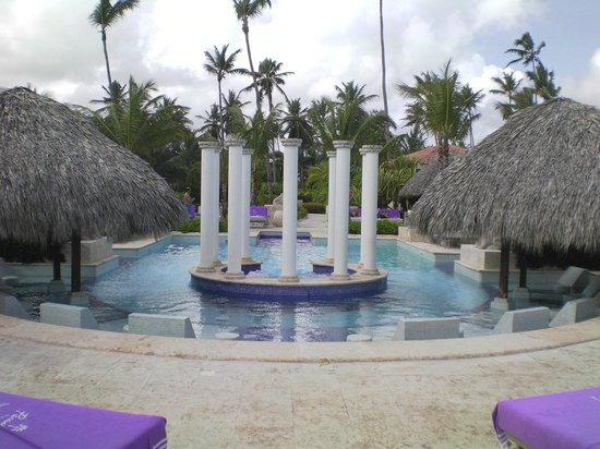 Paradisus Palma Real Golf & Spa Resort:                   Royal service pool area