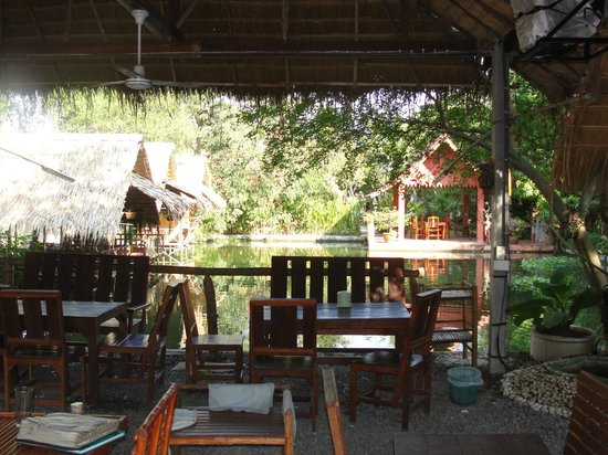 Malee Lakeside Resort:                   Main Restaurant overlooking fish pond