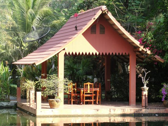 Malee Lakeside Resort:                   Private Gazebo Dining