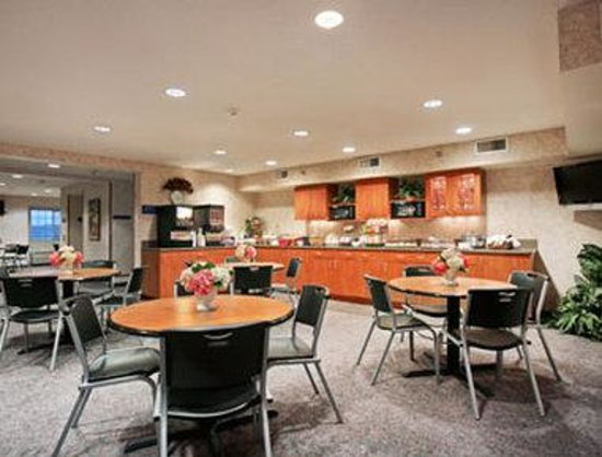 Microtel Inn & Suites by Wyndham Ames: Breakfast Area