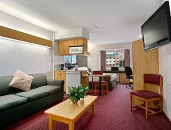 Microtel Inn & Suites by Wyndham Ames: Suite