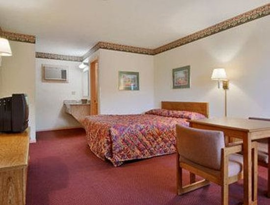 Motel 6 Jonesville: Standard King Bed Room