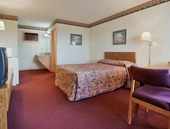 Motel 6 Jonesville: Standard Queen Bed Room