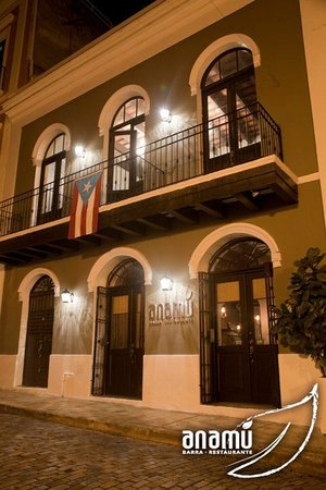 Anamu Bar & Restaurant: Main entrance from San Sebastian Street, Old San Juan.