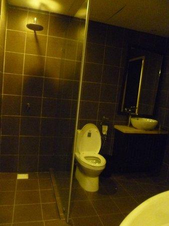 Gold Coast Morib International Resort:                   Shower + Toilet