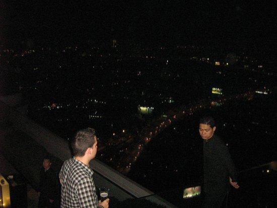 lebua at State Tower:                   VISTA NOTTURNA DALL'ALBERGO