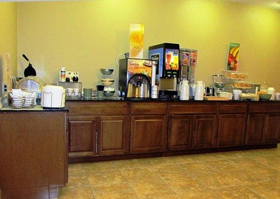 Quality Inn Idabel: Breakfast Counter