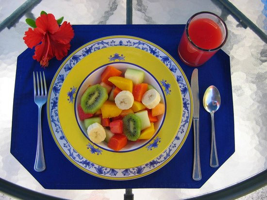 Hotel Medio Mundo: fresh fruit for breakfast