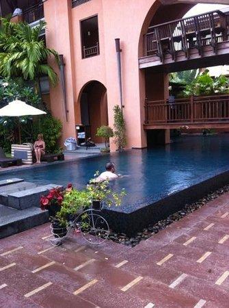 Mercure Samui Chaweng Tana Hotel: pool area